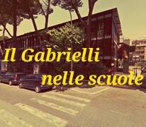 Edificio scolastico con scritta il Gabrielli nelle scuole